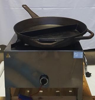 Pfanne, Jumbo-Gusspfanne mit Gashockerkocher